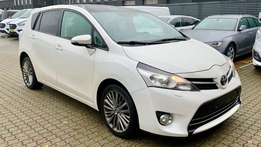 2013-Toyota-Verso-1